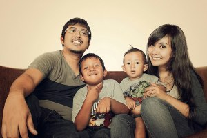 a happy family ; dogol, raka, rae & gita. they rawks!