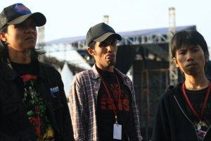 Ook, Saya, & Gus Din ketika produksi sebuah event musik.