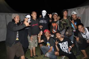 Ketika bersama rombongan Primitive Chimpanzee & Mesin Tempur di backstage Bandung Berisik 2012